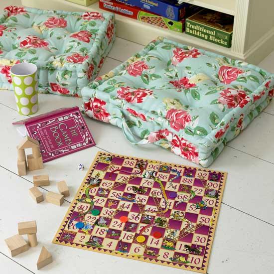 Летние идеи дизайна детской: напольная подушка