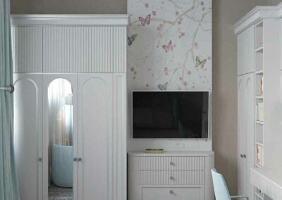 Мебель в нежных тонах для детской спальни девочки-школьницы — проект 4609