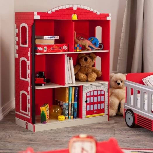Креативный дизайн полки для детской в виде многоэтажного домика