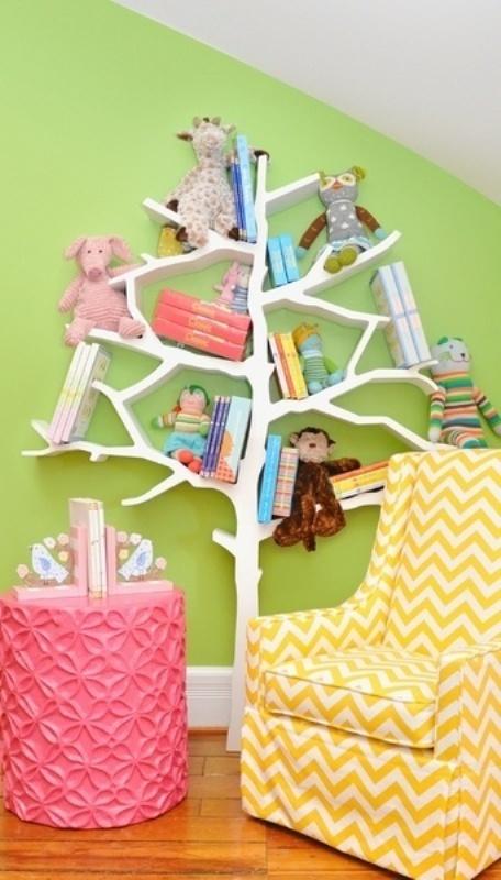 Креативный дизайн полки для детской в виде дерева