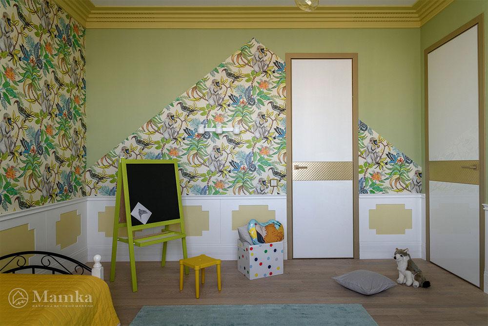 Практичный и яркий дизайн детской для мальчика 3