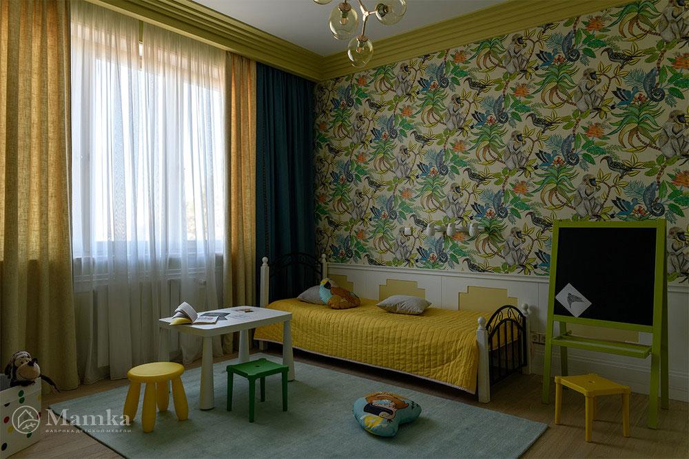 Практичный и яркий дизайн детской для мальчика 4