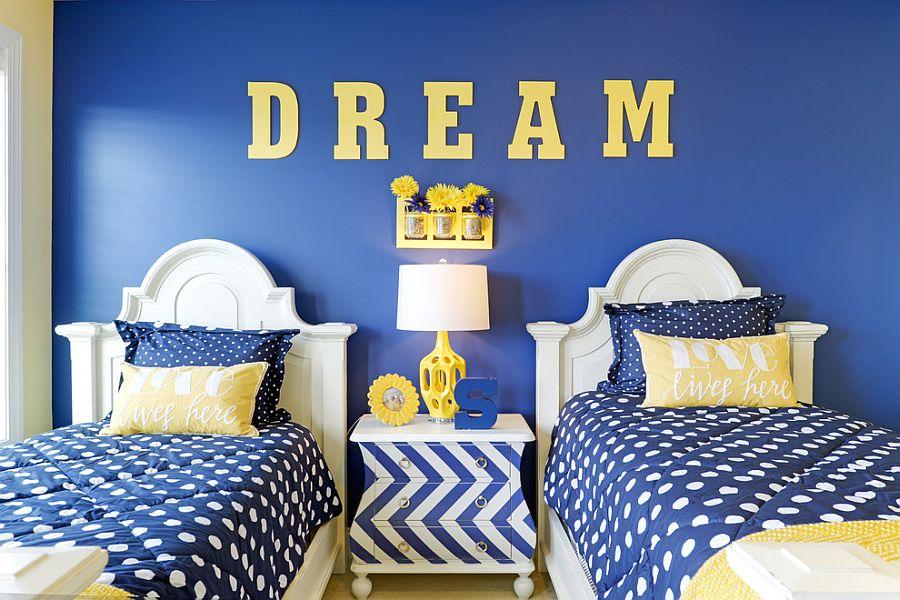 Принт шеврон. Яркий жёлто-бело-синий декор в полоску и крупный горох от Echelon Interiors