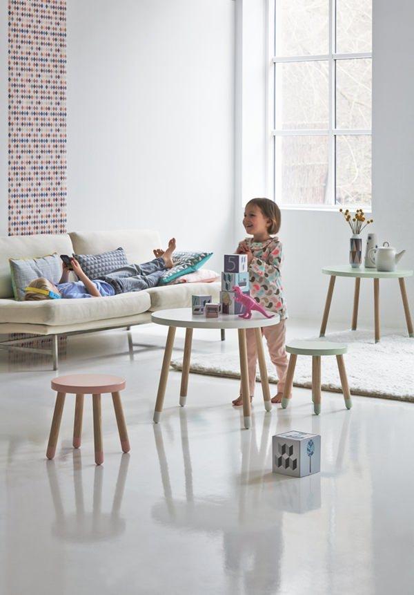 Стильная мебель для детской: столик с табуретами