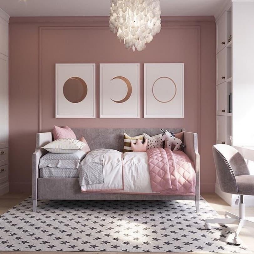 Вариант дизайнерского интерьера для девочки в розовом цвете 4