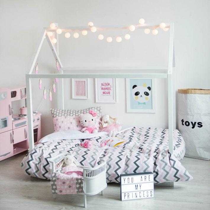 Кровать домик для ребёнкас лампочками на крыше